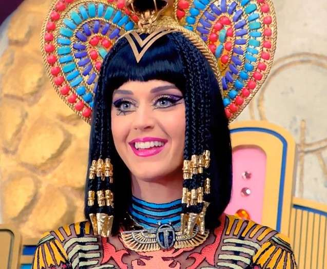 Katy Perry con look Cleopatra