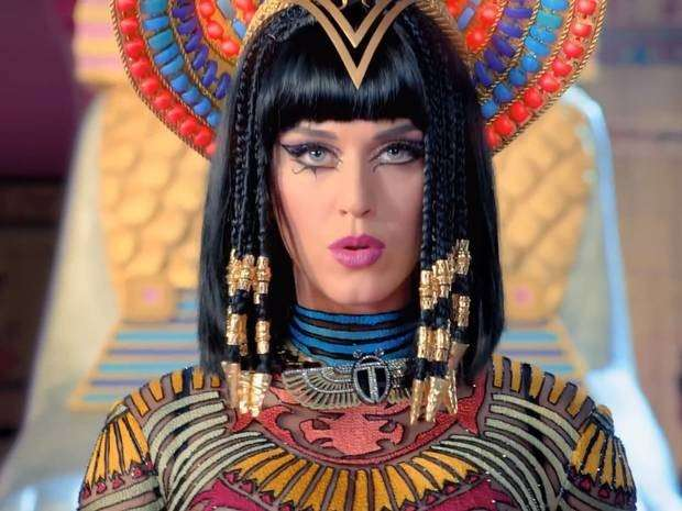 Katy Perry make-up in Dark Horse