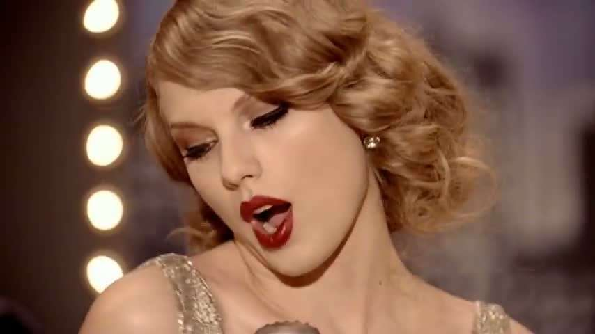 Taylor Swift look nel video Mean