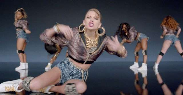 Look Taylor Swift in Shake it off