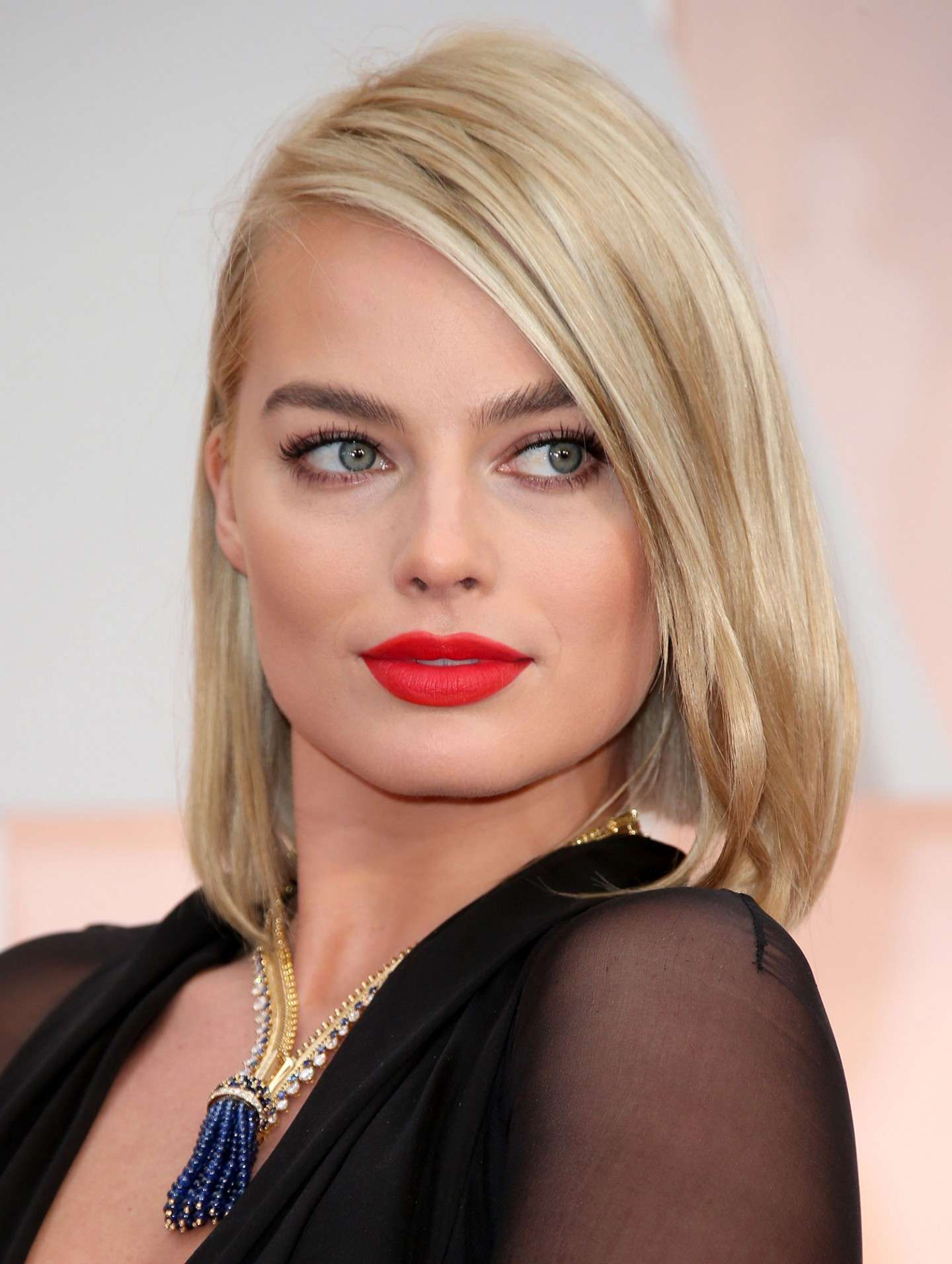 Margot Robbie make up rosso corallo