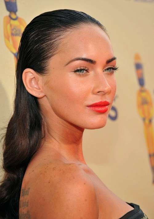 Megan Fox con rossetto corallo