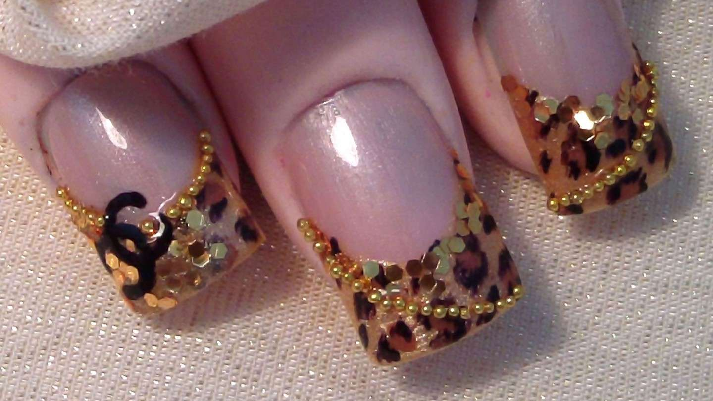 French manicure animalier di Chanel
