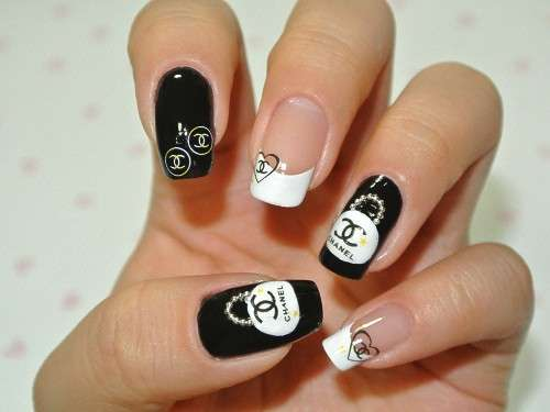 Nail art ispirate a Chanel