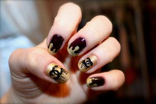 Nail art oro di Chanel
