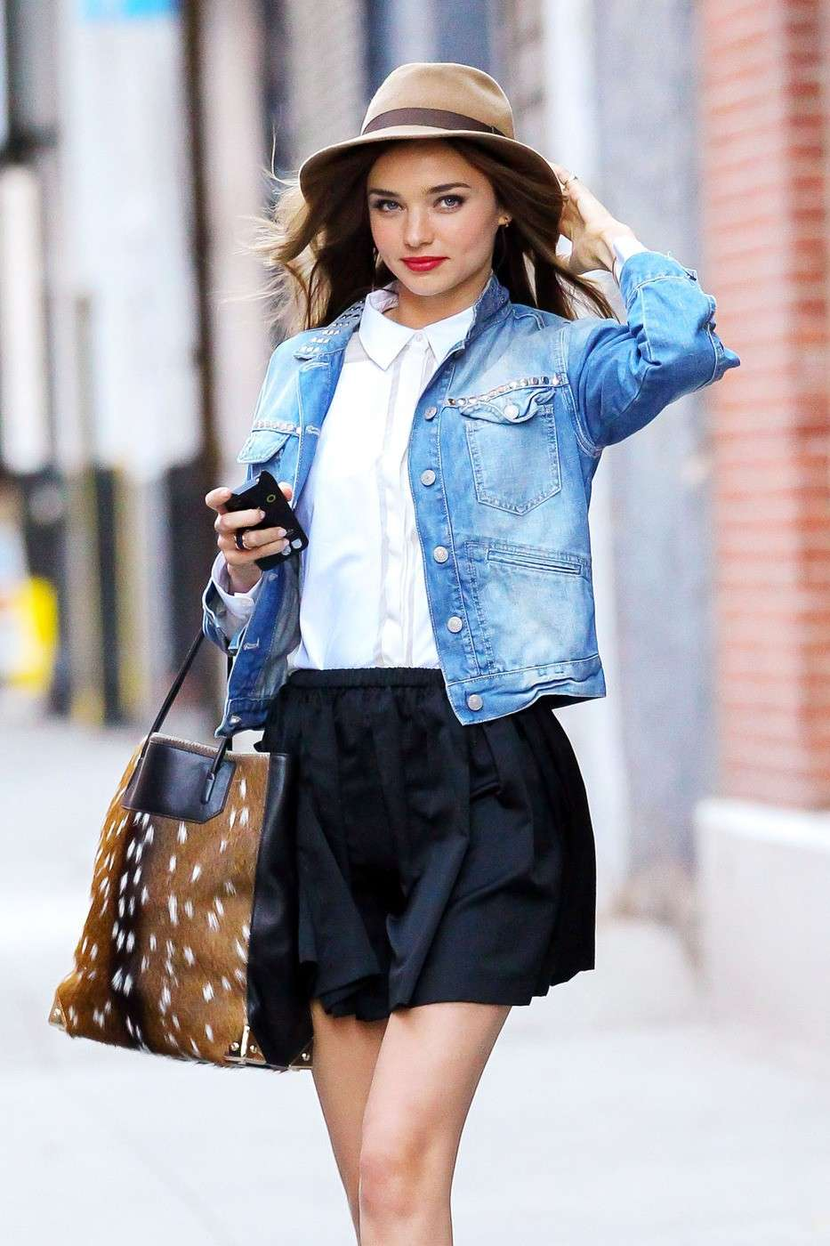outfit giacca jeans e gonna