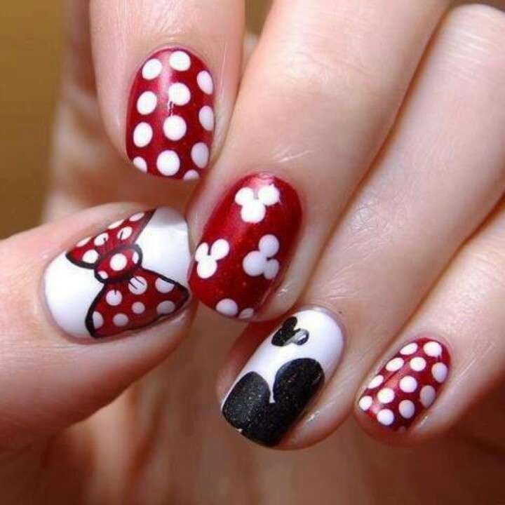 Nail art ispirate a Minnie