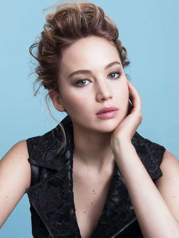 Jennifer Lawrence con rossetto rosa