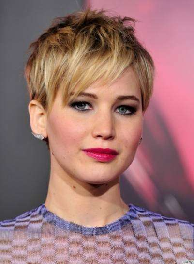 Jennifer Lawrence con rossetto fucsia