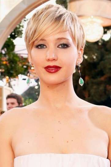 Jennifer Lawrence lip make up rosso festa