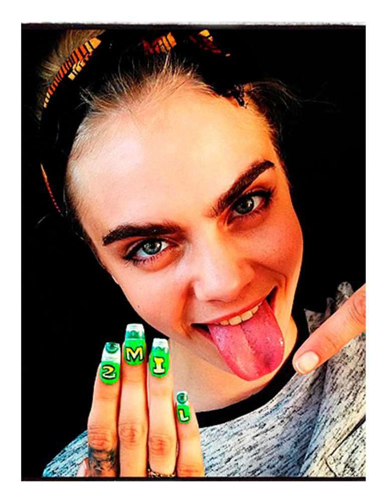 Nail art di Cara Delevingne per i follower