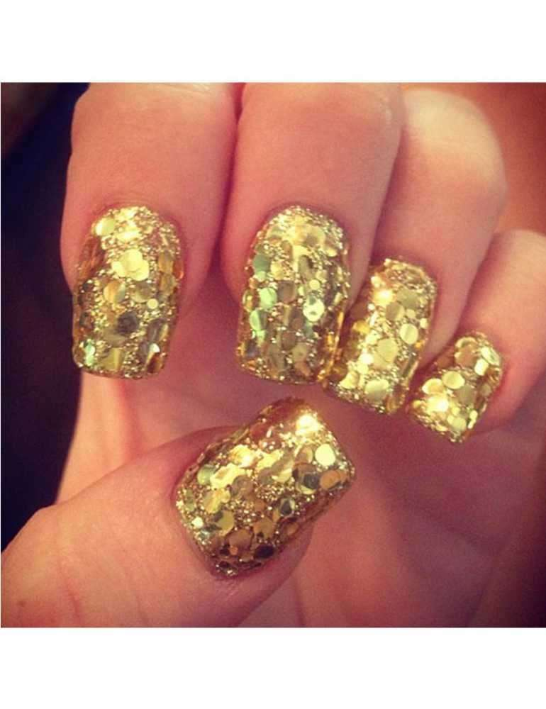 Nail art oro di Miley Cyrus
