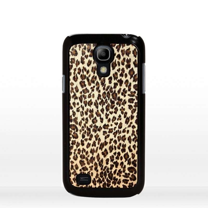 Cover leopardata con bordo nero