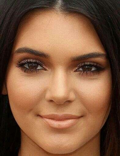 Kendall Jenner make up brillante