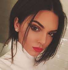Kendall Jenner su Instagram con rossetto
