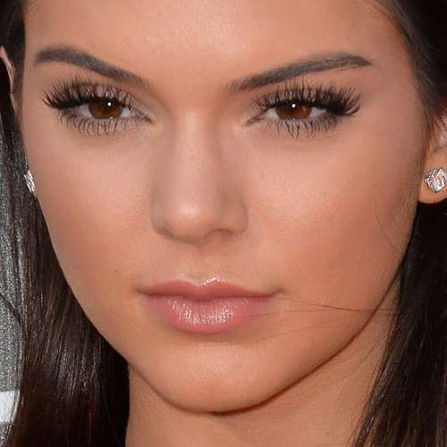 Kendall Jenner mascara make up