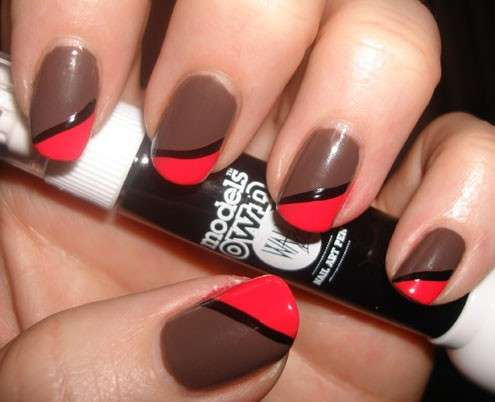 Nail art color corallo e marrone