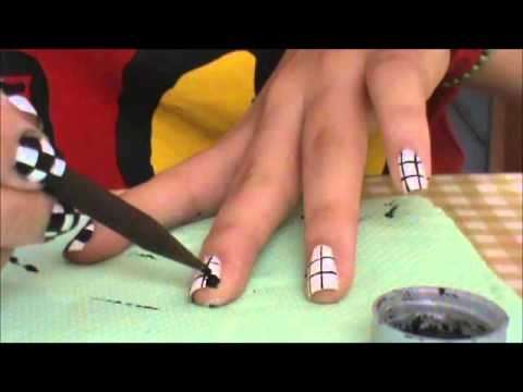 Come fare la nail art a quadretti