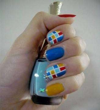 Divertente nail art a quadri