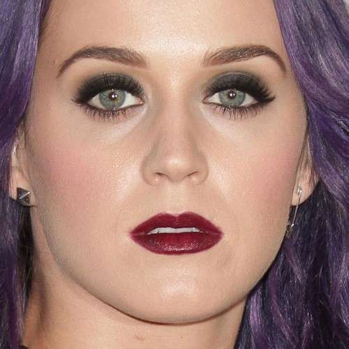 Katy Perry con rossetto bordeaux