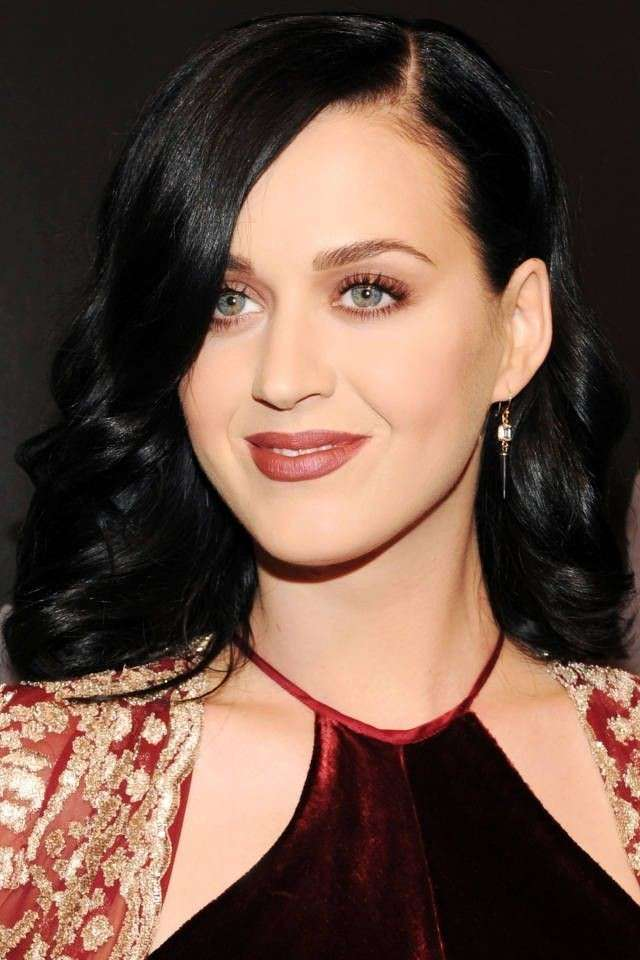 Occhi oro e rossetto scuro per Katy Perry