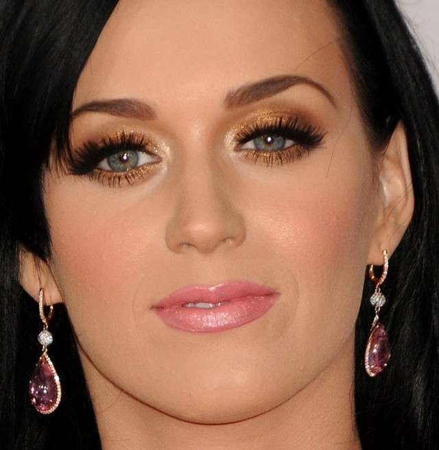 Ombretto oro e rossetto rosa per Katy Perry