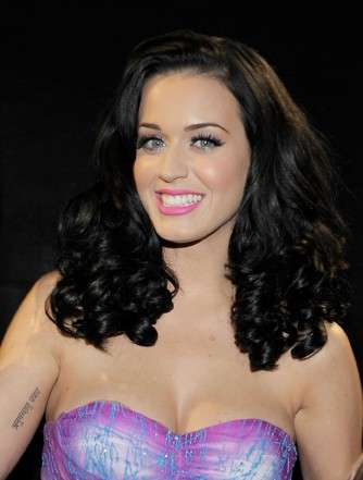 Rossetto fucsia per Katy Perry