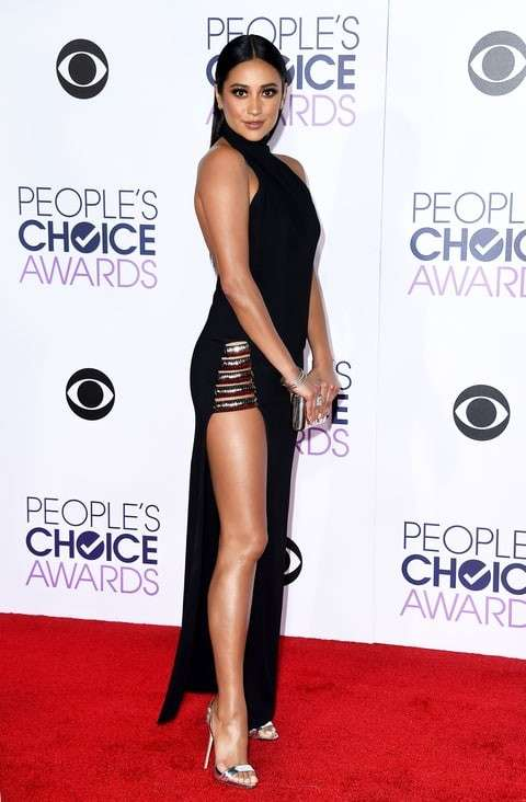 PCA 2016 red carpet - Shay Mitchell