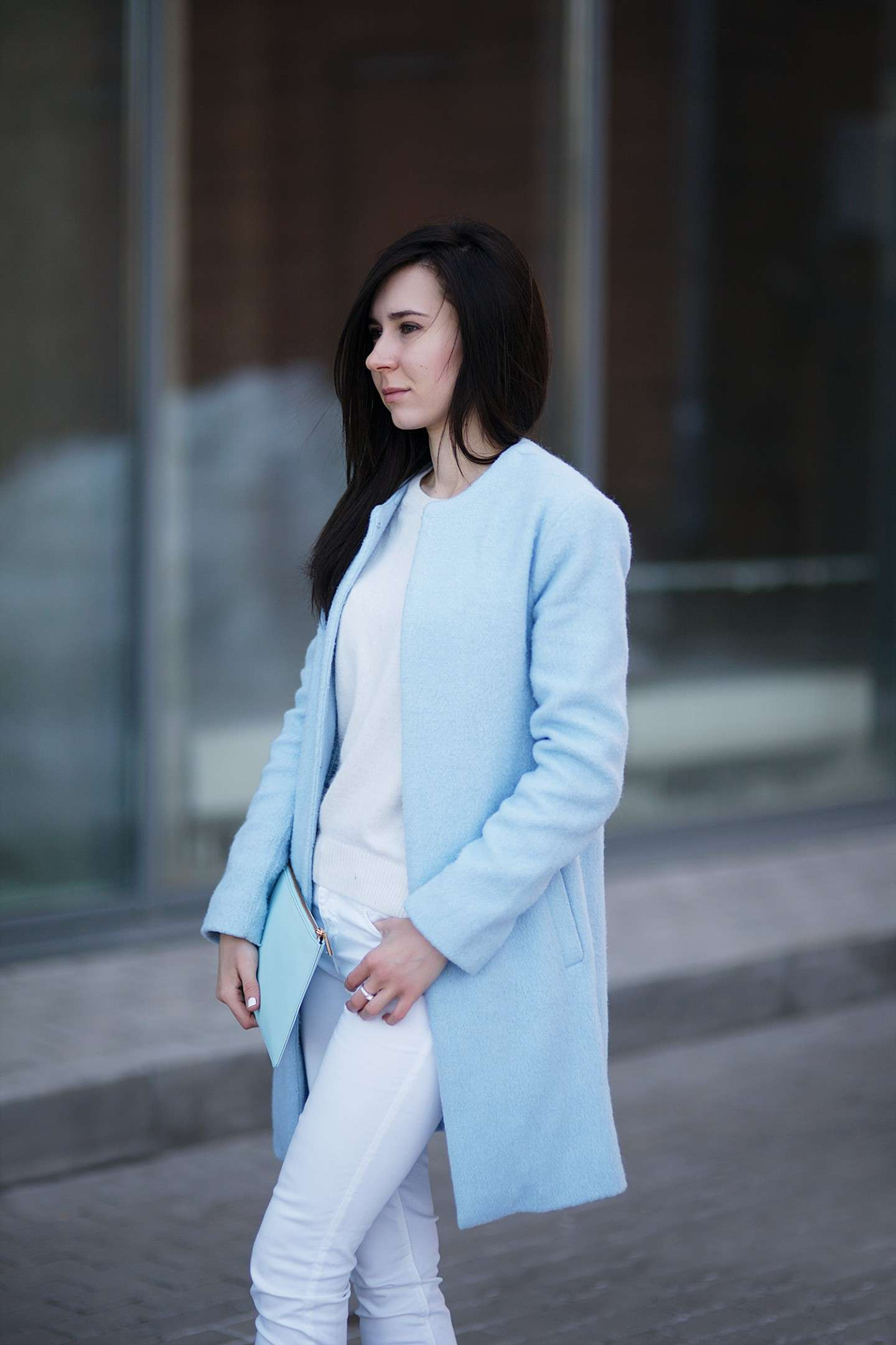 Cappotto Blue Serenity e look total white