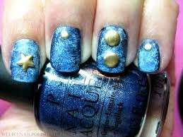 Denim nail art con borchie e stelle