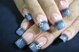 French manicure con effetto denim