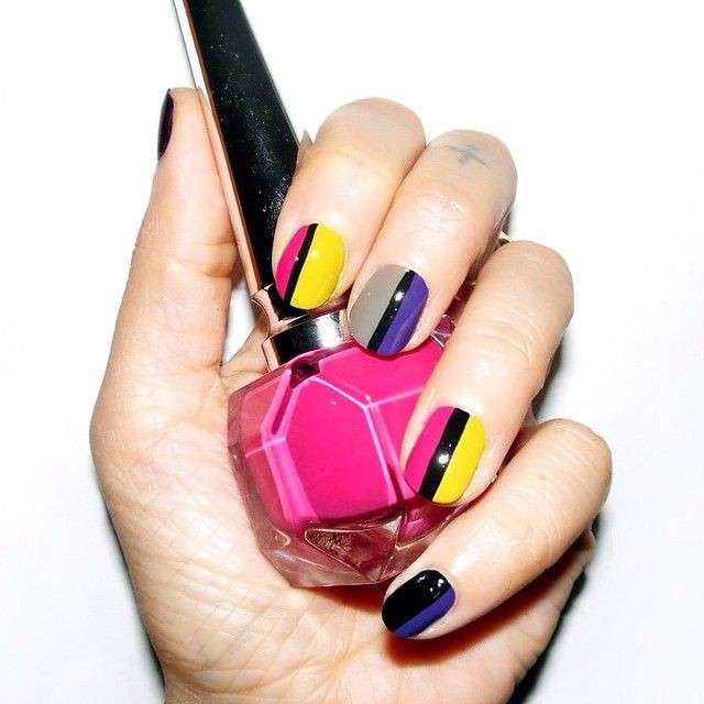 Nail art a righe colorate di Alicia Torello