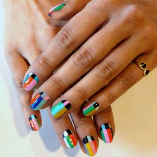 Nail art a righe colorate di Jessica Washick