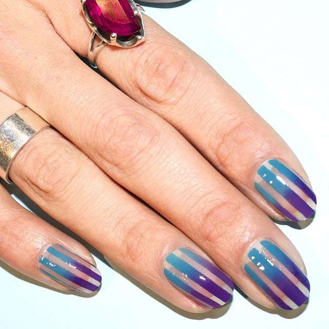 Nail art a righe di Alicia Torello