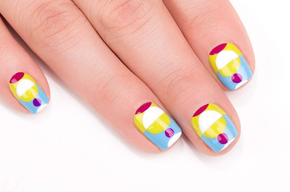 Nail art colorata di Chelsea King