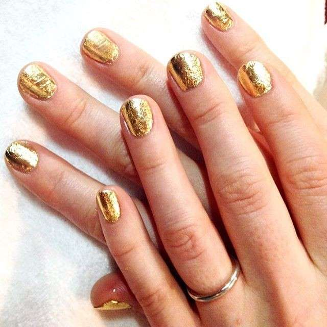 Nail art oro di Alicia Torello