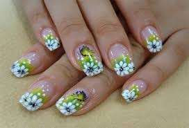Nail art con margherite