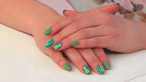 Nail art Tiffany con margherite