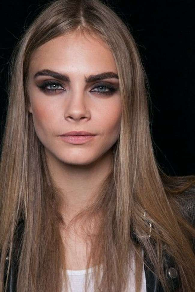 Cara Delavigne con smokey eyes marrone