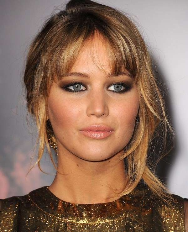 Jennifer Lawrence con smokey eyes marrone