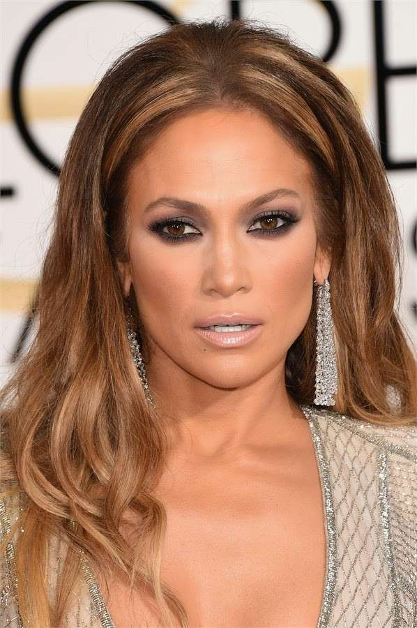 J Lo con smokey eyes marrone