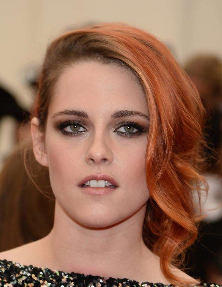 Kristen Stewart con smokey eyes marrone