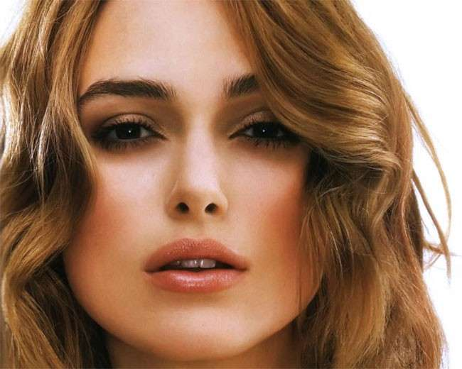 Keira Knightley con ombretto marrone