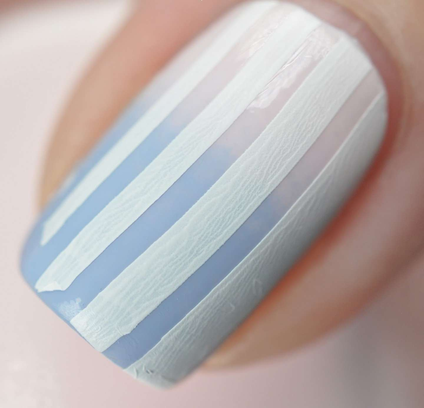 Nail art Blue Serenity a righe