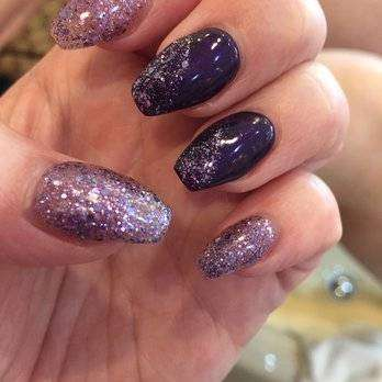 Coffin nail art blu con glitter