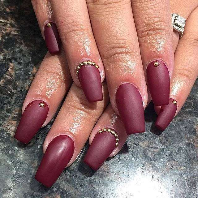Coffin nail art bordeaux