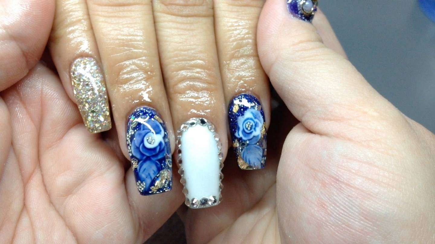 Coffin nail art floreale