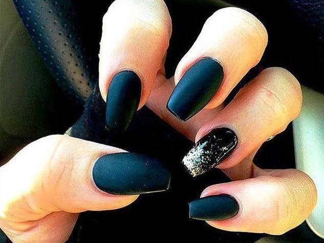 Coffin nail art nera