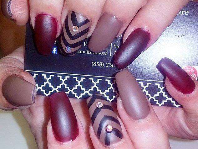 Coffin nail art color prugna e marrone