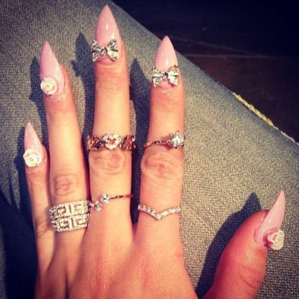 I knuckle ring e una particolare nail art